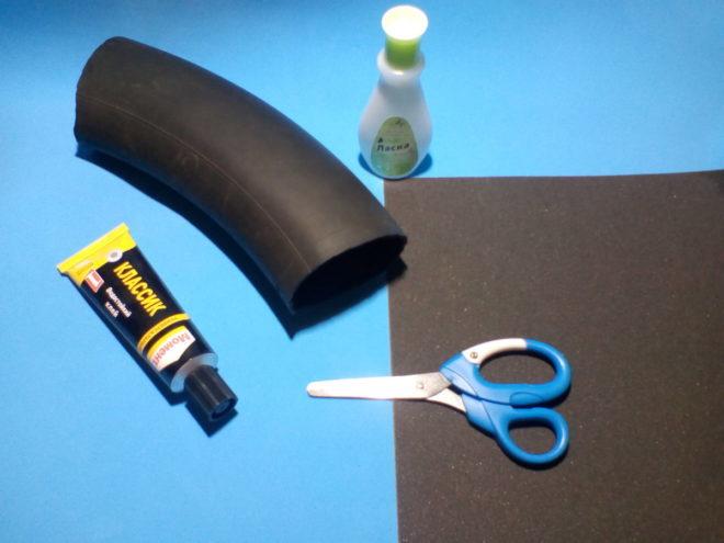 клей, ножницы и резина